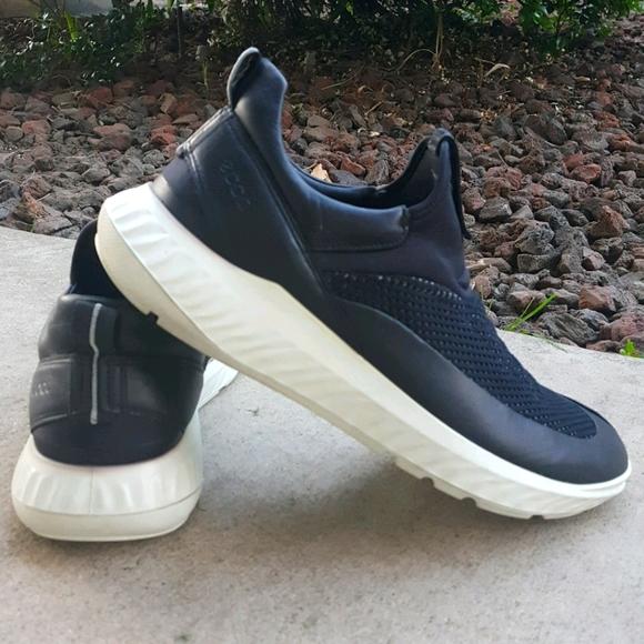 10 ECCO Black Knit Slip On Sneakers